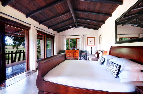 Nottens Bush Camp offers comfortable Sabi Sands Game Reserve accommodation.