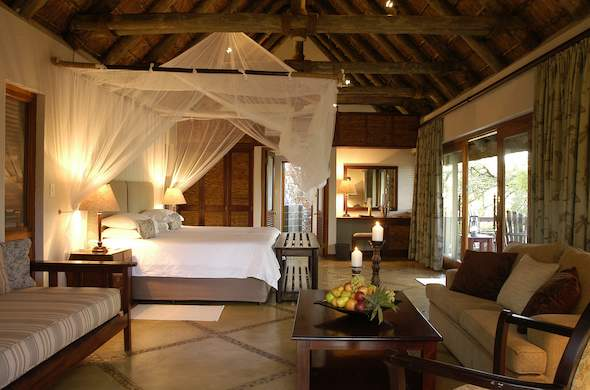 A comfortable stay in the Family Suite in Thornybush Game Lodge.